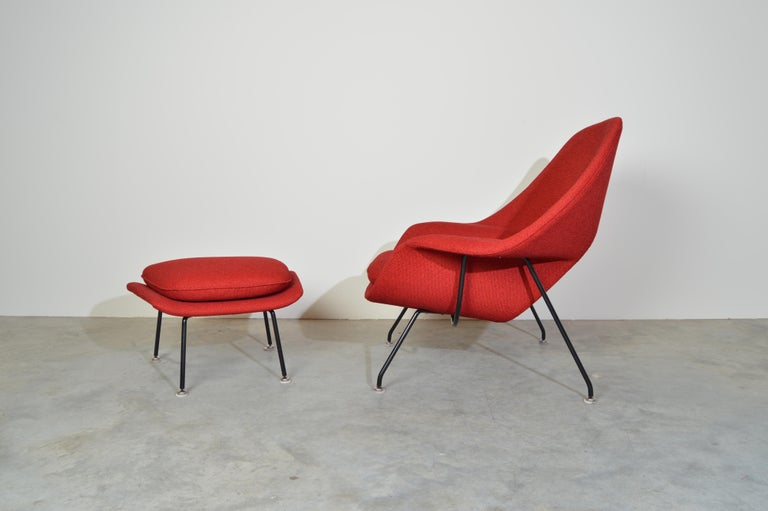 Mid-Century Modern Early Eero Saarinen for Knoll Womb Chair & Ottoman in Knoll Fabric, 1969 For Sale