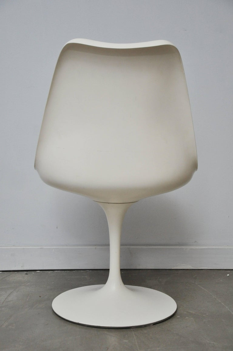 Early Eero Saarinen Oval Dining Table with Eight Chairs In Good Condition For Sale In Chicago, IL