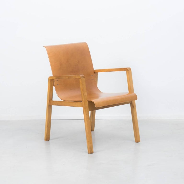 An early production of one of Aalto's classic designs. A classic piece of Scandinavian modernism, the Hallway chair was originally made for the Paimio Sanitorium. Bent ply seating rests on the solid birch frame. The chair bears the original Finmar