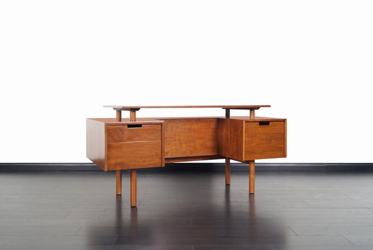 Early midcentury desk designed by Milo Baughman for Glenn of California. This exceptional crafted desk features two pull-out drawers and a file drawer. On the opposite side of the desk there's an open space for additional storage or display options,
