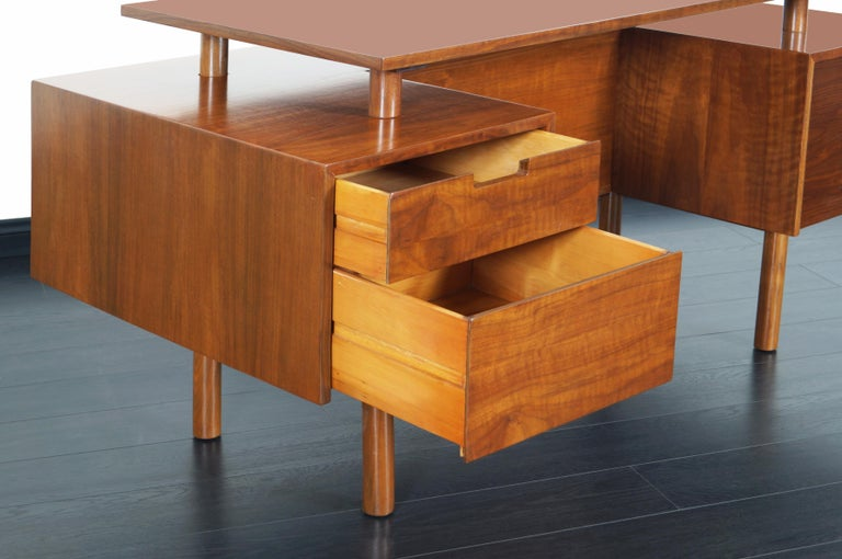 Early Floating Top Walnut Desk by Milo Baughman In Excellent Condition For Sale In Burbank, CA