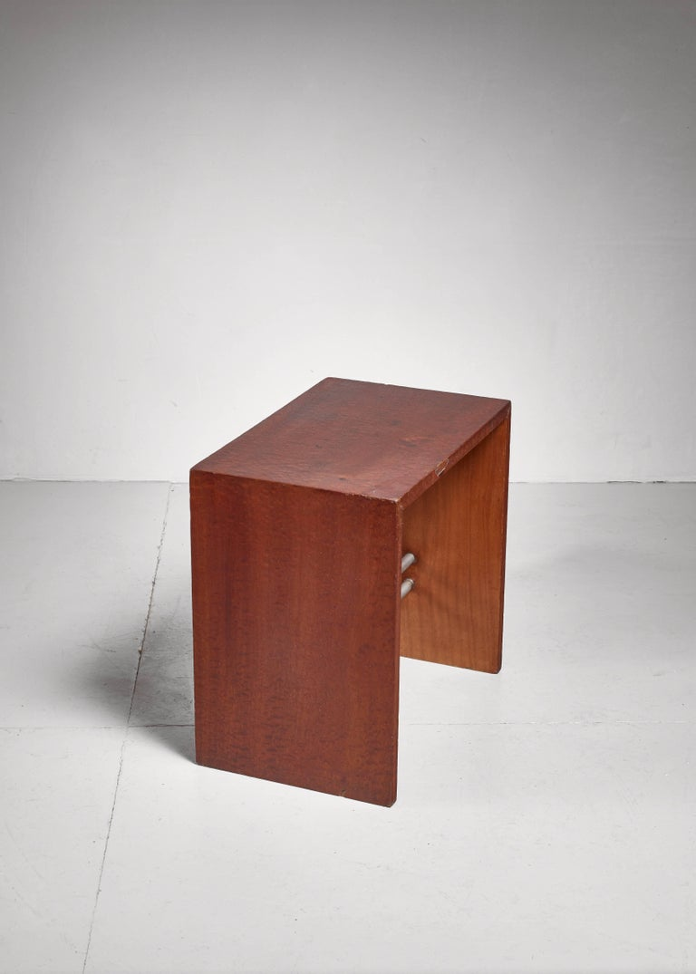 Early French Minimalist Side or End Table, France, 1930s In Excellent Condition For Sale In Maastricht, NL