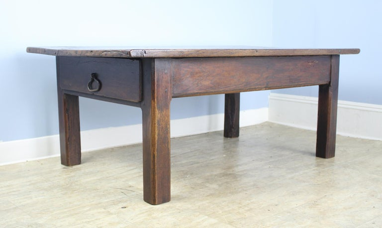 This is a good chunky rich dark oak coffee table in a practical 55 x 30.5