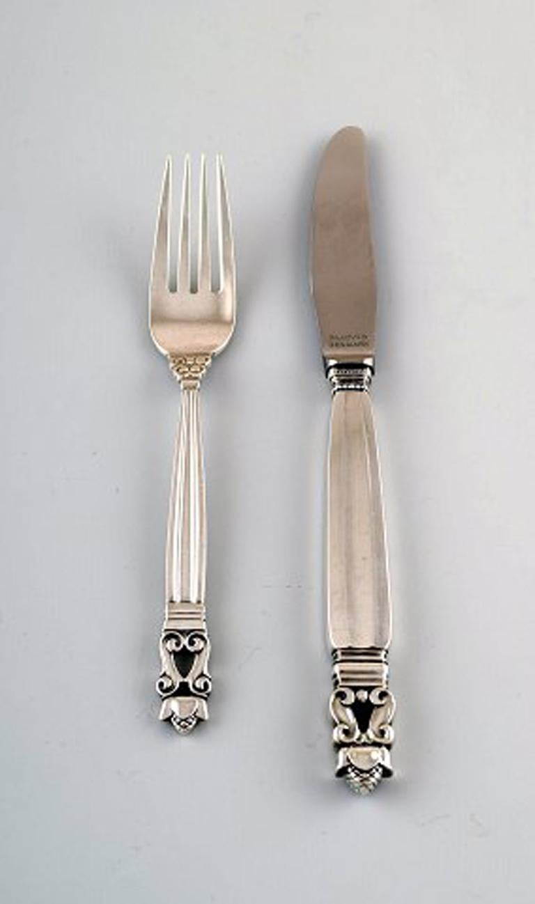 Early Georg Jensen sterling silver 'Acorn' Cutlery. Lunch service, 12 pieces for 6 people. Consisting of: 6 lunch knives and 6 lunch forks. The lunch knife measures: 20.5 cm. In perfect condition. Early stamp: 1915-1930.