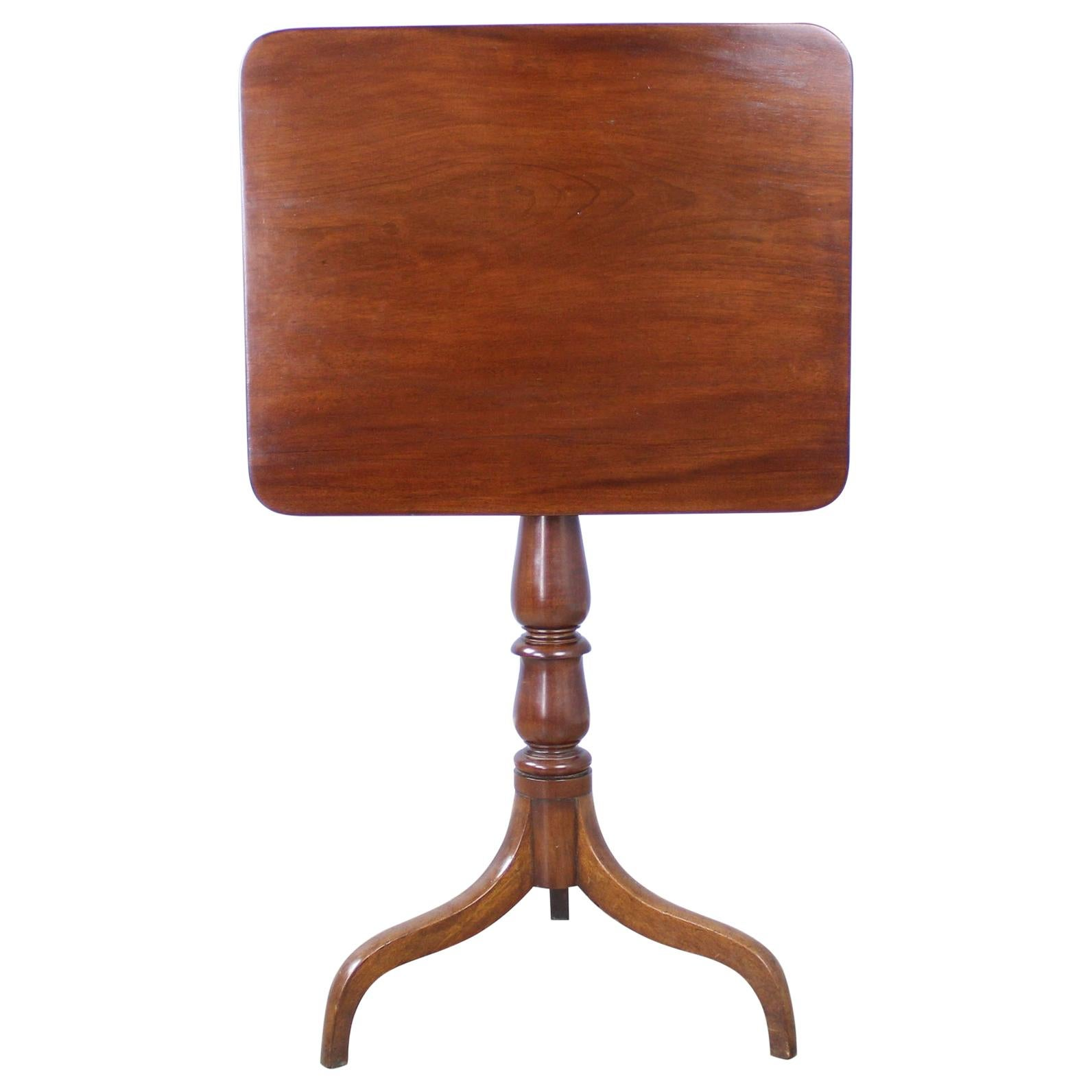 Early Georgian Mahogany Tilt-Top Pedestal Table