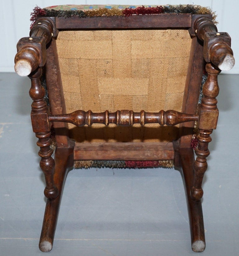 Early Georgian Single Chair Highly Carved and Detailing Walnut, circa 1800 For Sale 5
