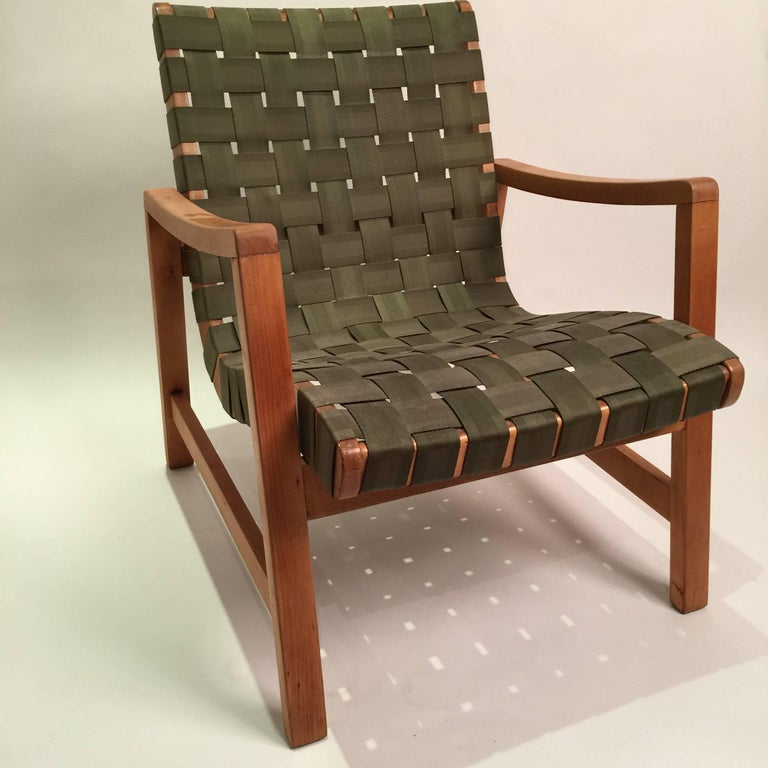 Early production of Jens Risom signature strap lounge chair. Bears heat transfer Knoll makers mark and original straps.