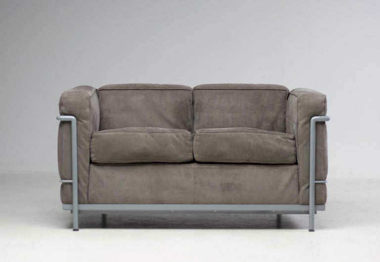 Early Limited Edition Matching Le Corbusier LC3 and LC2 Set by Cassina In Good Condition In Dronten, NL