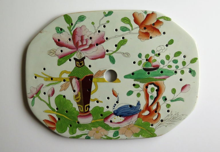 English Early Mason's Ironstone Drainer Plate in Table and Flower Pot Pattern, Ca 1815 For Sale