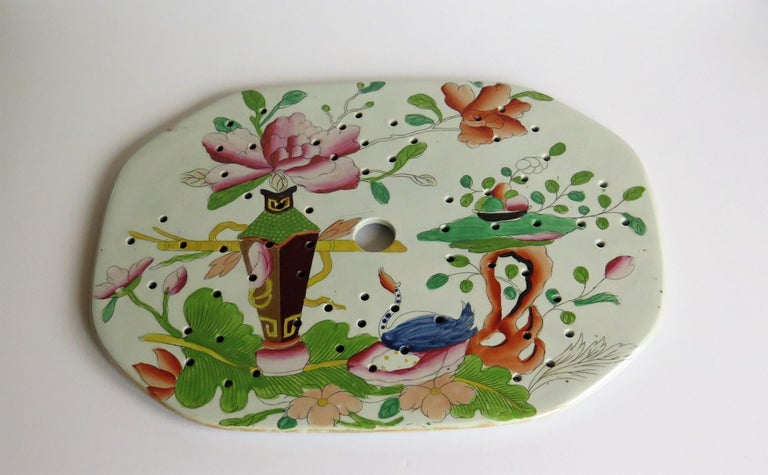 Early Mason's Ironstone Drainer Plate in Table and Flower Pot Pattern, Ca 1815 In Good Condition For Sale In Lincoln, Lincolnshire