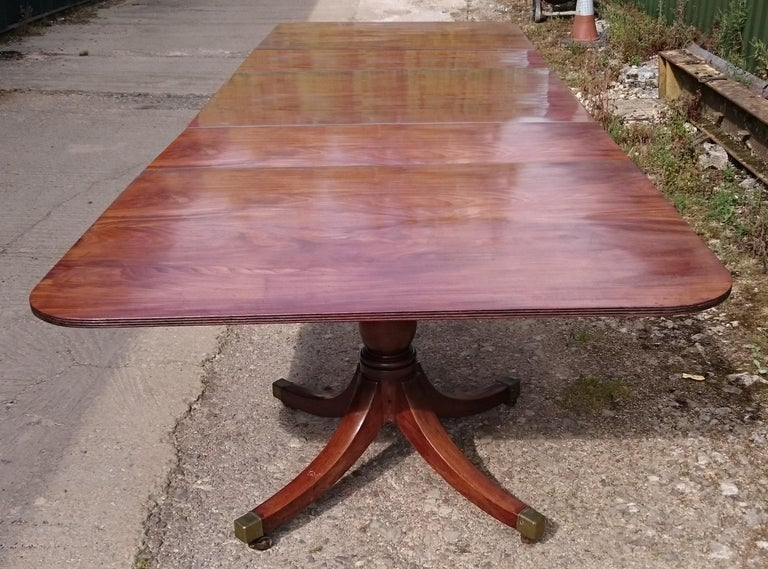 Early 19th Century George III Period Antique Three Pedestal Dining Table In Good Condition For Sale In Gloucestershire, GB