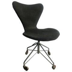 Early Original Arne Jacobsen Office Chair Model 3117 by Fritz Hansen in Denmark