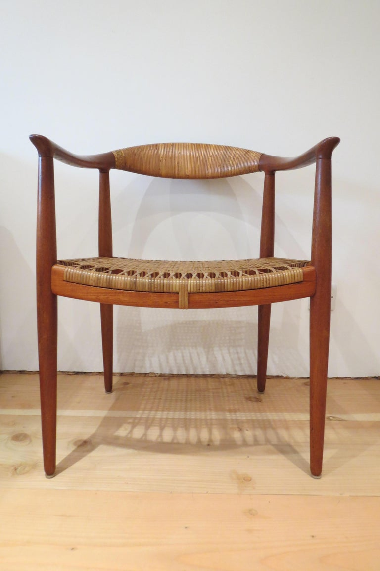 A beautiful early original edition of the JH 501 chair by Hans J Wegner for Johannes Hansen, 1950.  This is an original, very early edition that dates between 1949 and 1951 of the chair by Hans J Wegner. The chair was designed in 1949, so this is