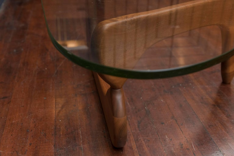 Walnut Early Isamu Noguchi Coffee Table Model IN-50 For Sale