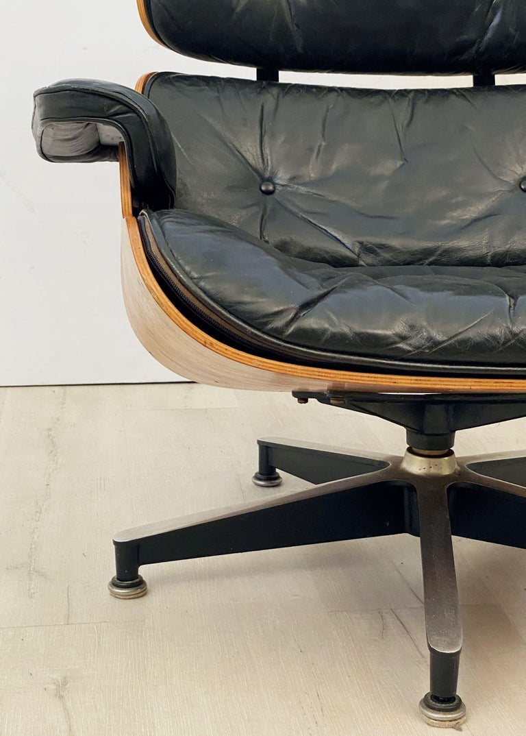 Early Production Charles and Ray Eames Rosewood Lounge Chair with Ottoman For Sale 3