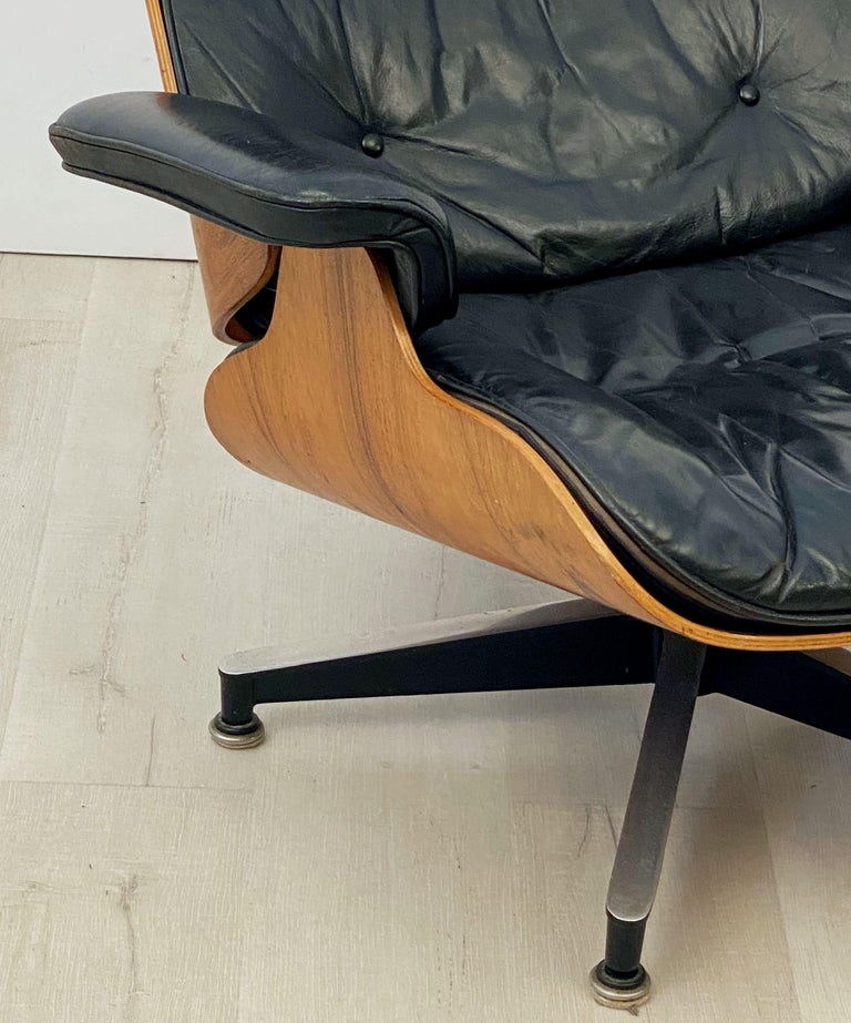 Early Production Charles and Ray Eames Rosewood Lounge Chair with Ottoman For Sale 4