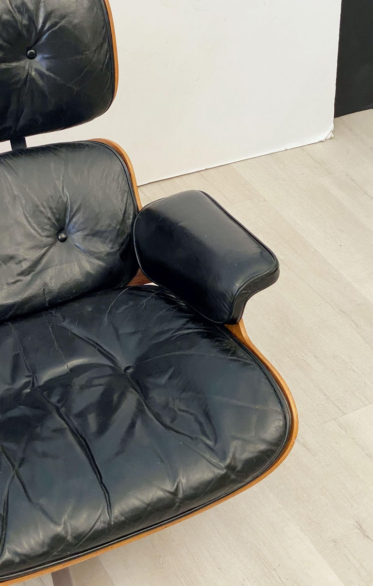 Early Production Charles and Ray Eames Rosewood Lounge Chair with Ottoman For Sale 5