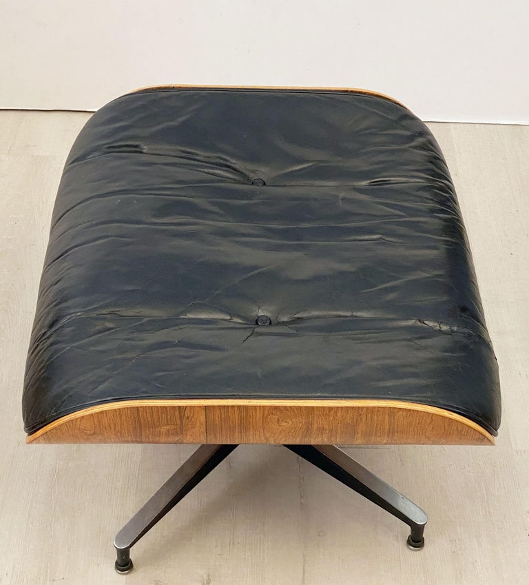 Early Production Charles and Ray Eames Rosewood Lounge Chair with Ottoman For Sale 6