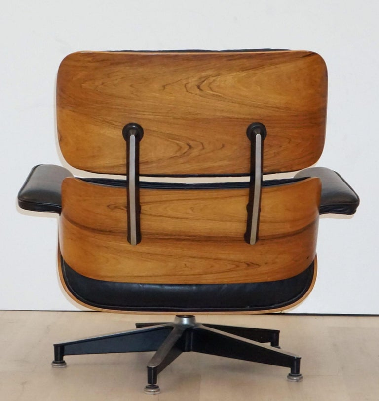 Early Production Charles and Ray Eames Rosewood Lounge Chair with Ottoman For Sale 10