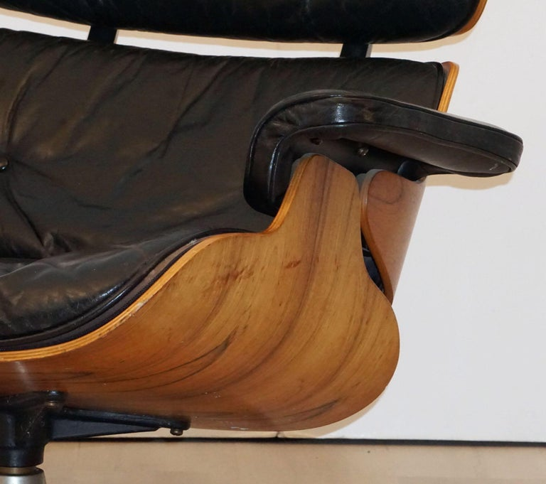 Early Production Charles and Ray Eames Rosewood Lounge Chair with Ottoman For Sale 12