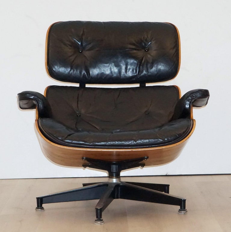 American Early Production Charles and Ray Eames Rosewood Lounge Chair with Ottoman For Sale