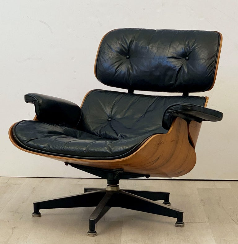 Mid-20th Century Early Production Charles and Ray Eames Rosewood Lounge Chair with Ottoman For Sale