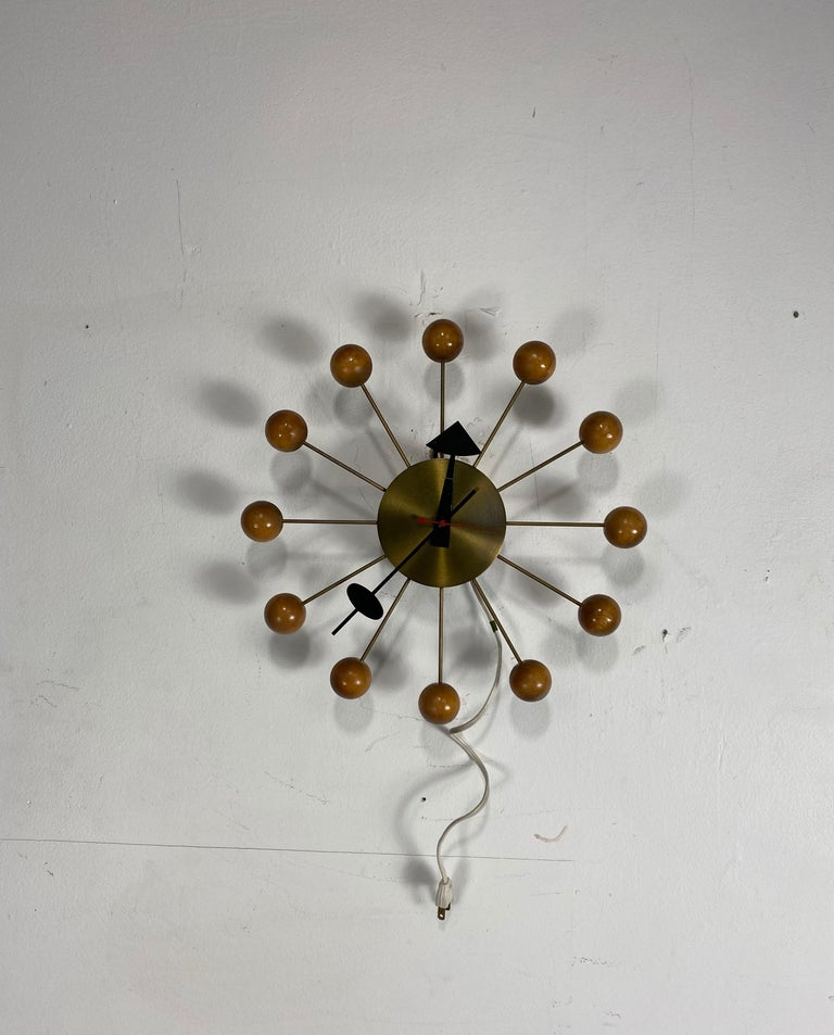 Early Production George Nelson Natural Wood Ball Clock #4755, Howard Miller In Good Condition For Sale In Buffalo, NY