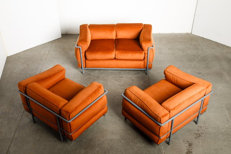 Early Production LC2 Loveseat Sofa by Le Corbusier for Cassina, c. 1965, Signed For Sale 4