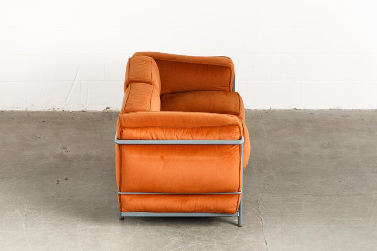 Early Production LC2 Loveseat Sofa by Le Corbusier for Cassina, c. 1965, Signed In Good Condition For Sale In Los Angeles, CA