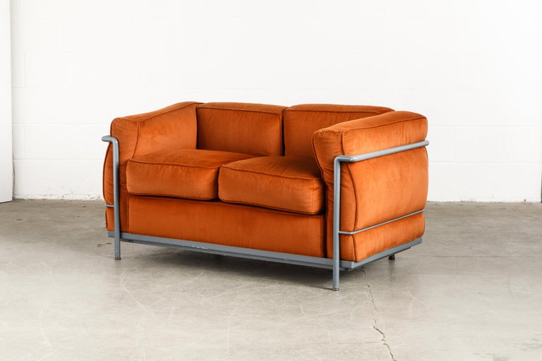 Early Production LC2 Loveseat Sofa by Le Corbusier for Cassina, c. 1965, Signed For Sale 2
