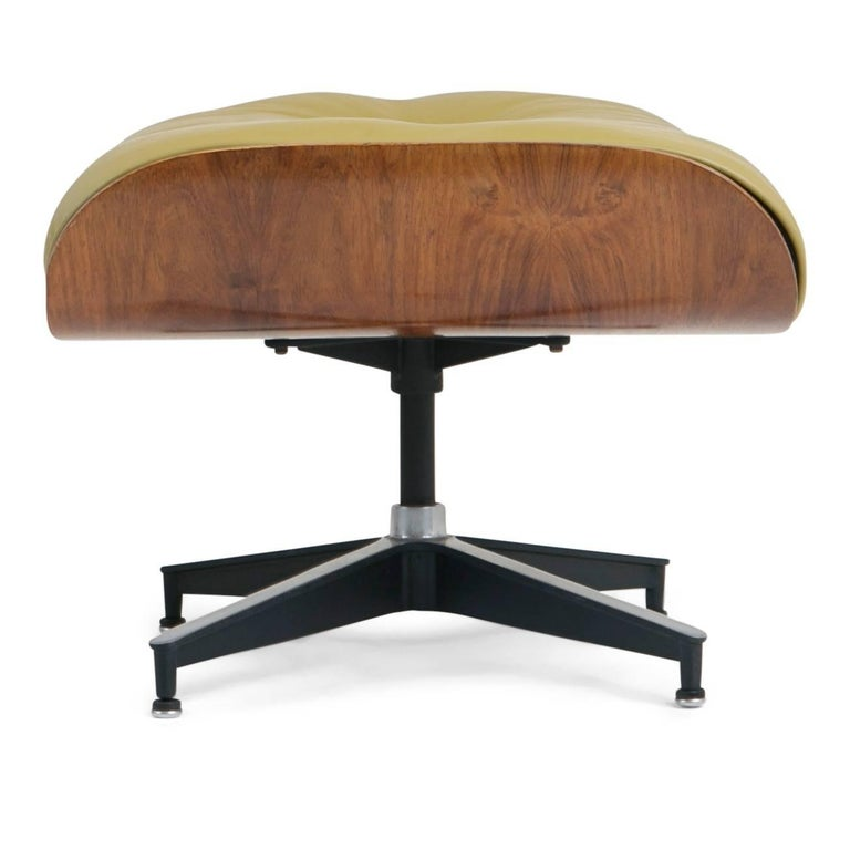 Early Production Model 670/671 Lounge Chair & Ottoman by Charles & Ray Eames For Sale 3