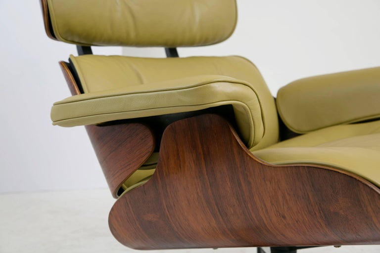 Early Production Model 670/671 Lounge Chair & Ottoman by Charles & Ray Eames For Sale 4