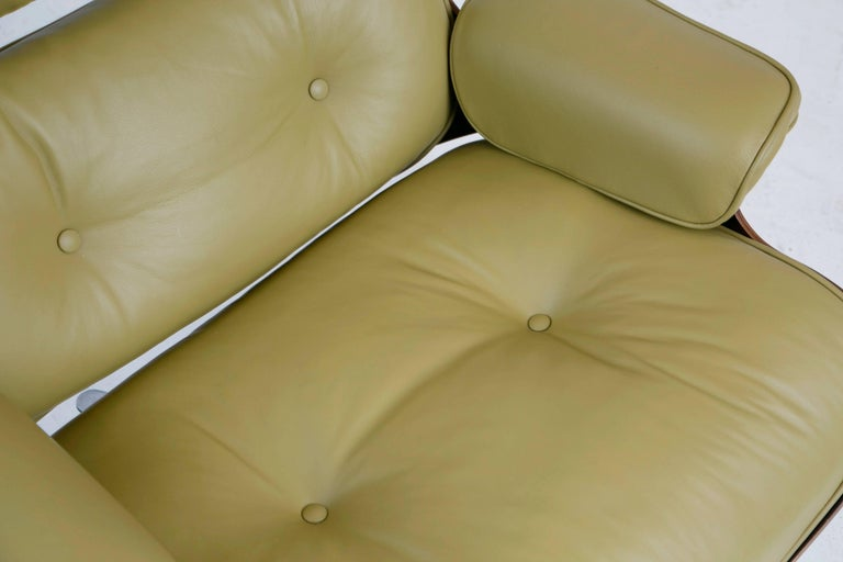 Early Production Model 670/671 Lounge Chair & Ottoman by Charles & Ray Eames For Sale 5