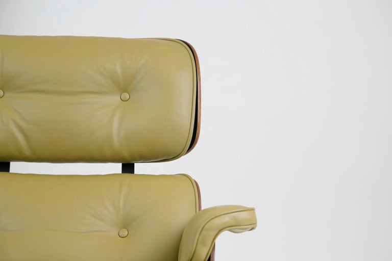Early Production Model 670/671 Lounge Chair & Ottoman by Charles & Ray Eames For Sale 10