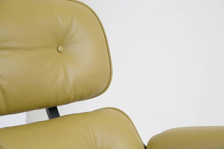 Early Production Model 670/671 Lounge Chair & Ottoman by Charles & Ray Eames For Sale 11