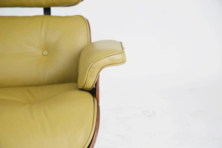 Early Production Model 670/671 Lounge Chair & Ottoman by Charles & Ray Eames For Sale 12