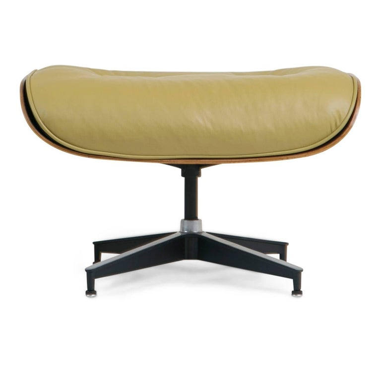 Early Production Model 670/671 Lounge Chair & Ottoman by Charles & Ray Eames For Sale 2