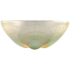 "Early René Lalique ""Coquilles"" Bowl in Art Glass Decorated with Sea Shells"