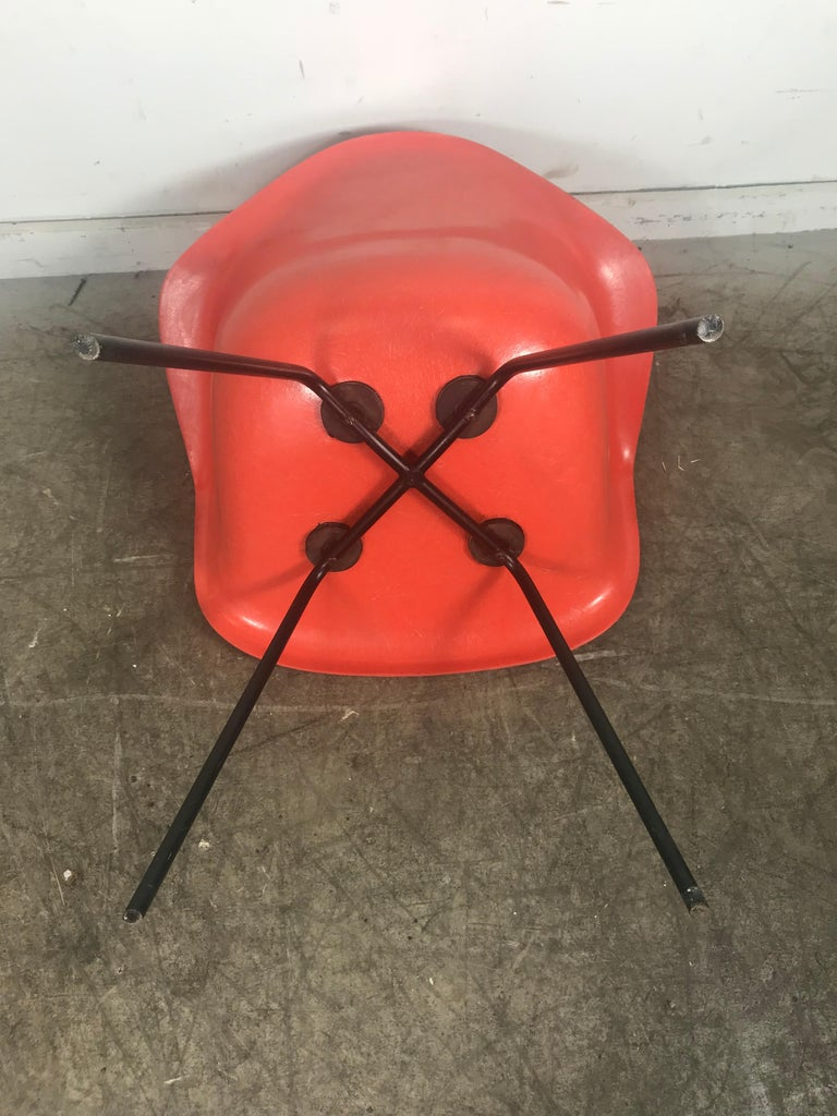 Early Salmon color Charles and Ray Eames Arm Shell Chair, 2nd generation X base In Excellent Condition For Sale In Buffalo, NY