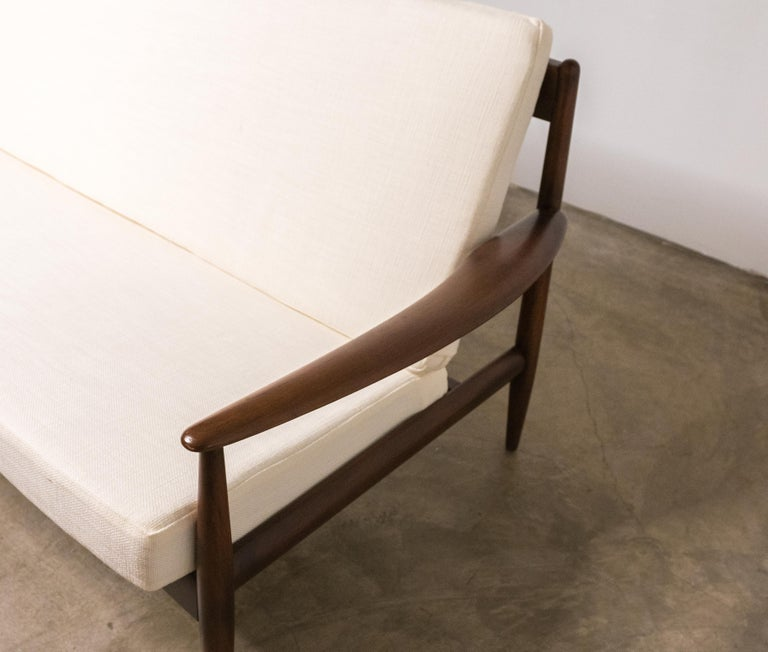 20th Century Early Sofa by Grete Jalk for France and Daverkosen For Sale