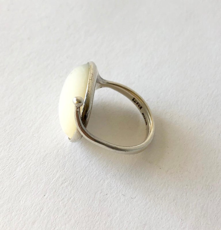 Early Swedish Modern Vivianna Torun Bülow-Hübe Sterling Mother of Pearl Ring In Good Condition For Sale In Los Angeles, CA