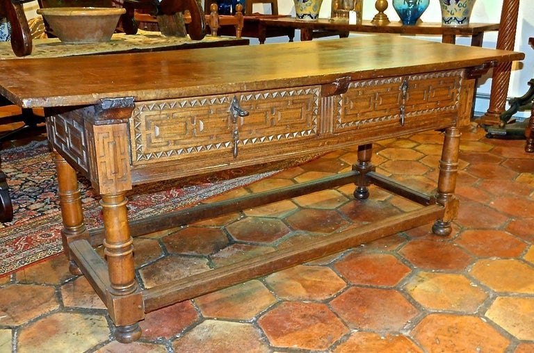 Early to Mid 17th Century Two-Drawer Spanish Library Table, Walnut and Chestnut For Sale 5