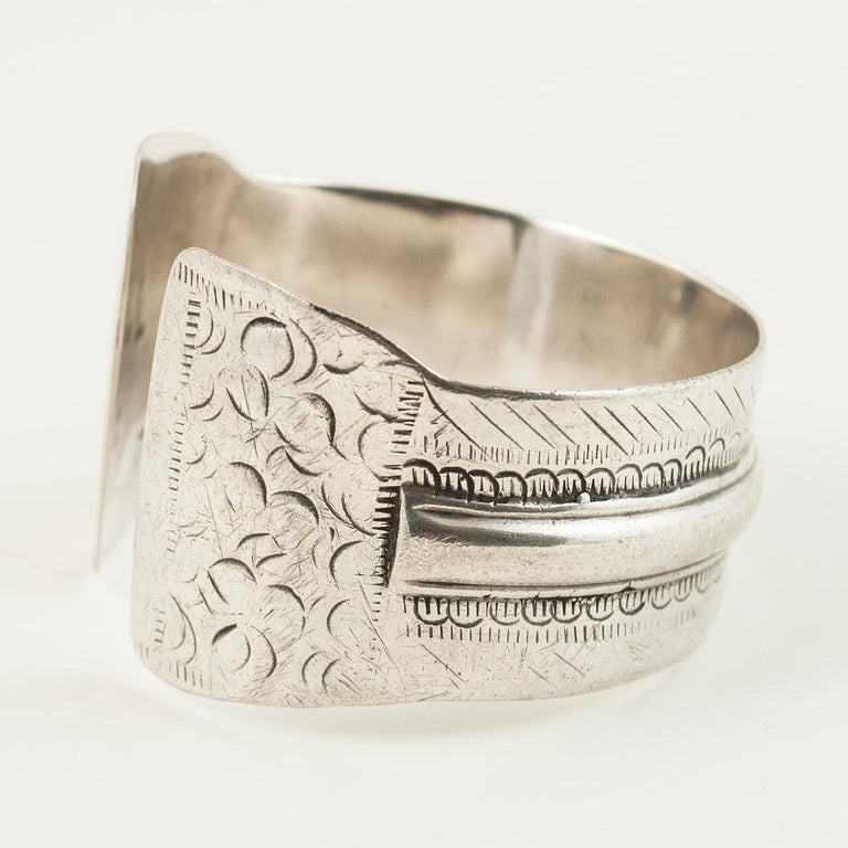 Early to Mid-20th Century Tribal Bedouin Silver Cuff, Tunisia In Good Condition For Sale In Point Richmond, CA