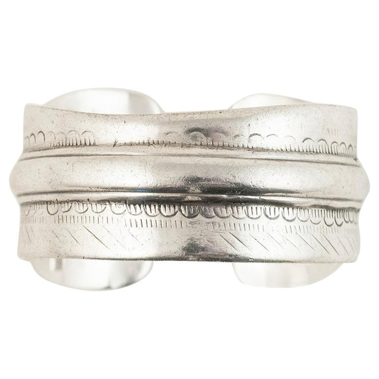 Early to Mid-20th Century Tribal Bedouin Silver Cuff, Tunisia For Sale