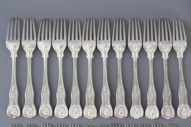 Mid-19th Century Early Victorian 12 Place Silver Kings Pattern Canteen by George Adams For Sale