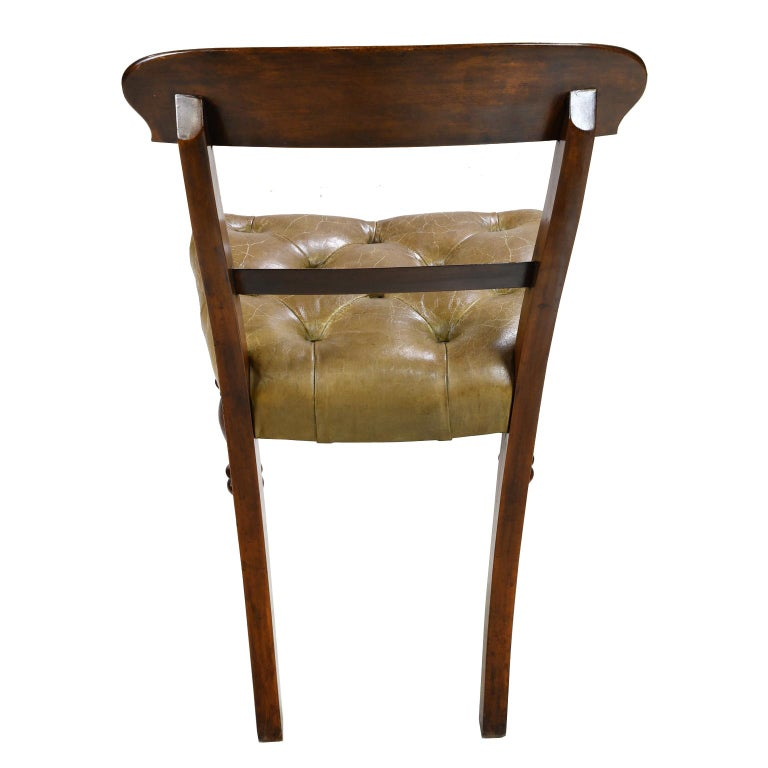 Early Victorian Mahogany Chair with Tufted Leather Upholstery, England In Good Condition For Sale In Miami, FL