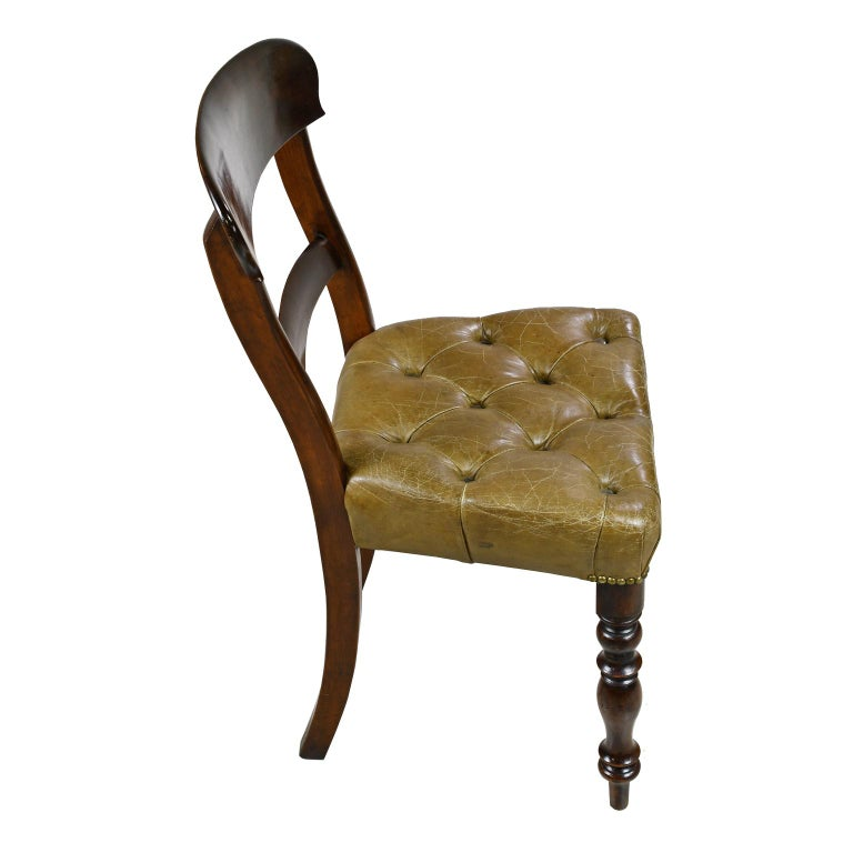 Early Victorian Mahogany Chair with Tufted Leather Upholstery, England For Sale 1