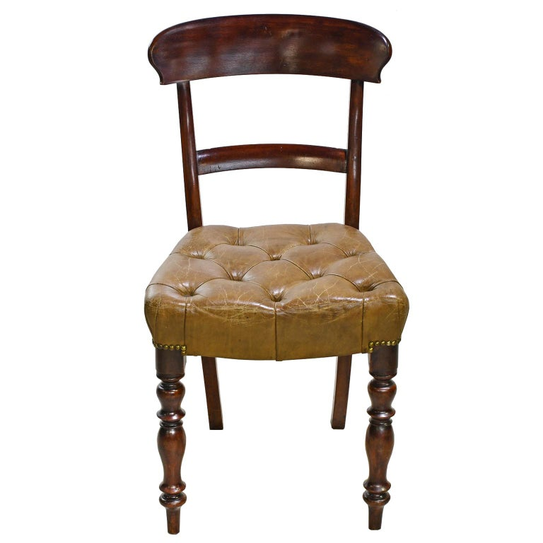 Early Victorian Mahogany Chair with Tufted Leather Upholstery, England For Sale