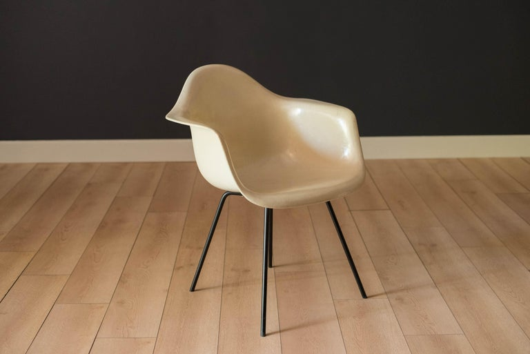 Mid-Century Modern Early Zenith Parchment DAX Fiberglass Shell Armchair for Herman Miller For Sale