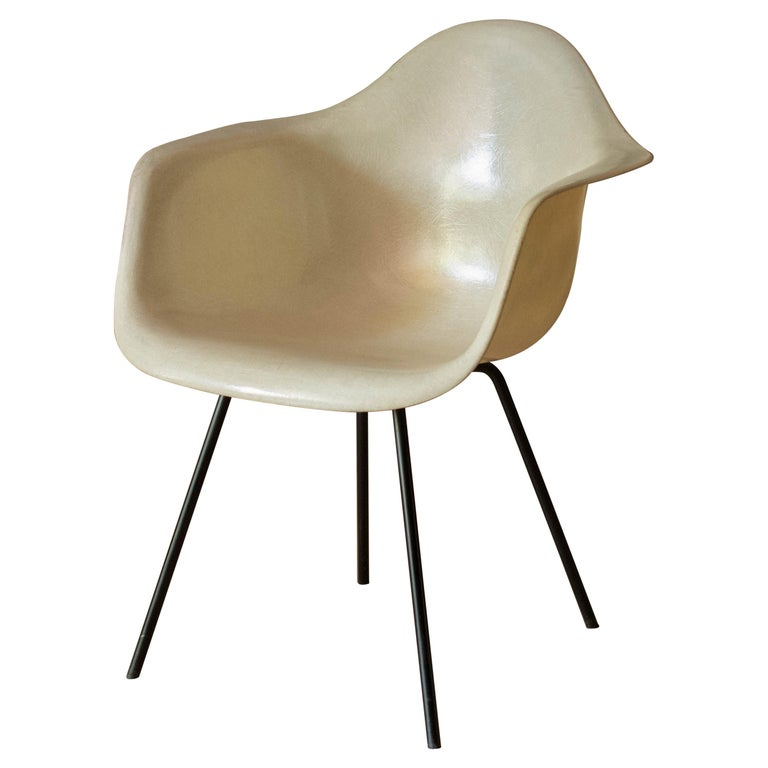 Early Zenith Parchment DAX Fiberglass Shell Armchair for Herman Miller For Sale